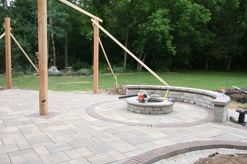 seating wall, brick paver patio, firepit