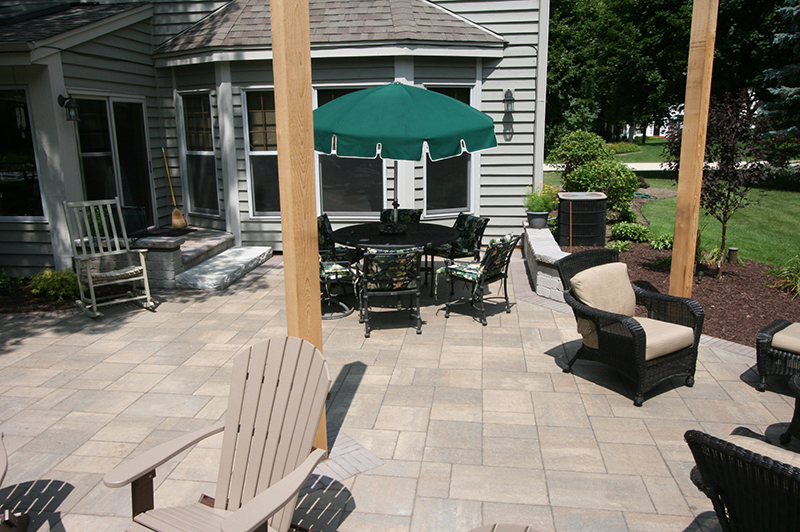 Brick Paver patio, seating wall